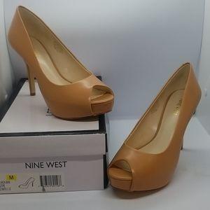 New! Nine West Peep Toe heelsQ